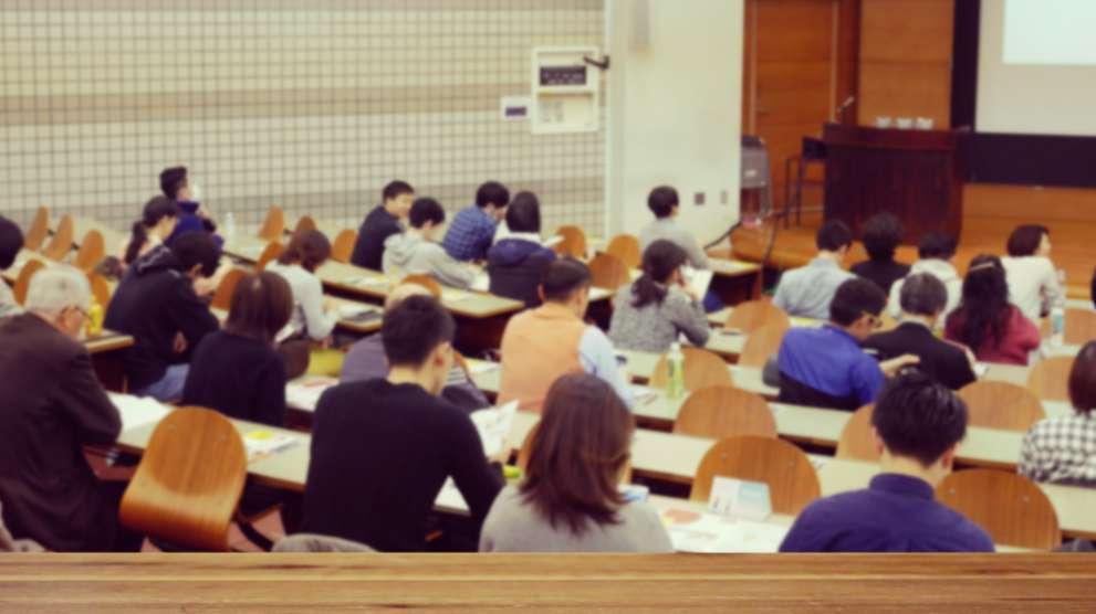 データ分析/視覚化の最上流工程:問いの言語化と課題設定の講義/ワークショップ