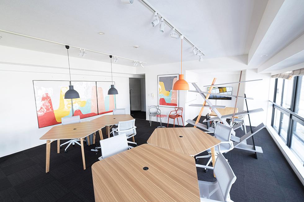 シンプルだけど質の良い家具で世界観を表現